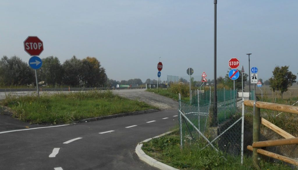 incrocio cartelli stradali
