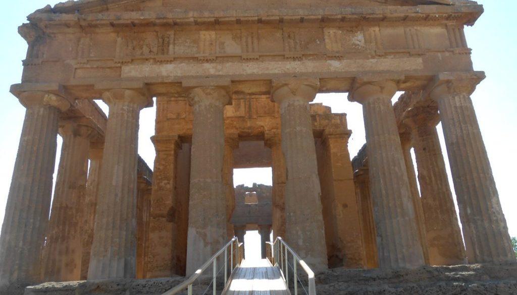 passerella Dolce e Gabbana, tempio della Concordia, valle dei Templi, Agrigento